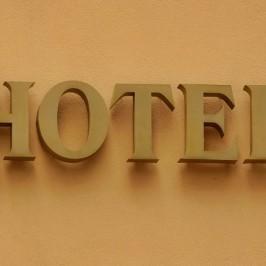 Qual o melhor site para compra de hotel na internet? Vale a pena consultar uma agencia de viagens?